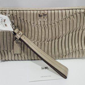 ⭐COACH Metallic Gathered Leather Clutch #46914 NWT